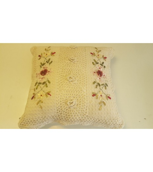 Pillow cover crocheted