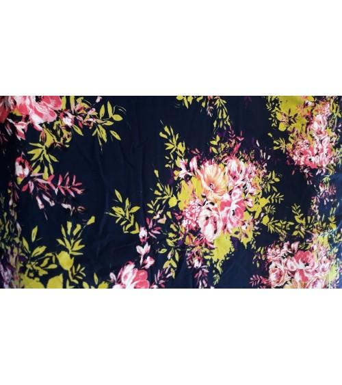 Fekete  alapon virágos, viszkóz anyag