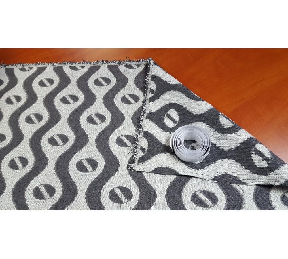 Grey-white figured wallcover