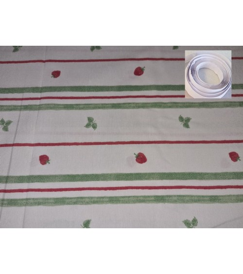 Strawberry figured wallcover